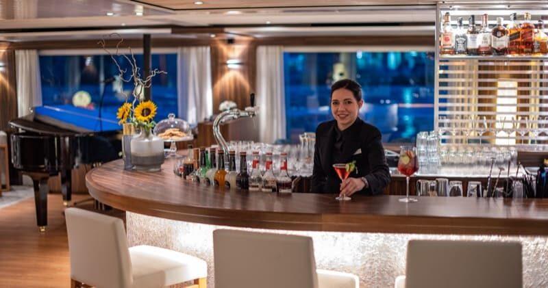 Bar Service auf der Amadeus Star