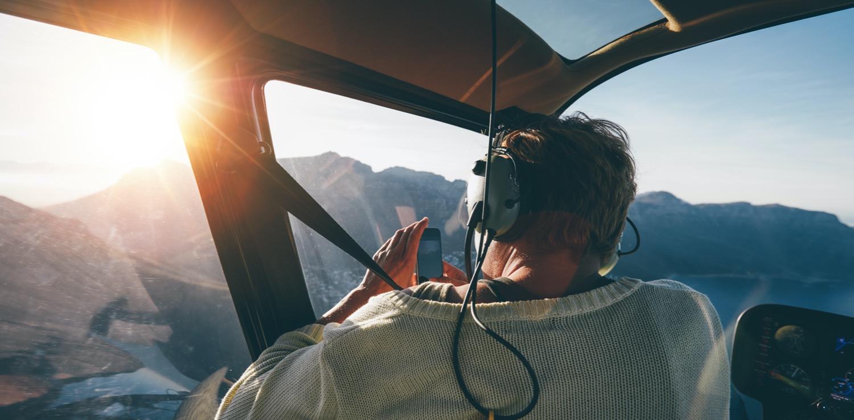 Die Welt aus dem Helikopter bestaunen