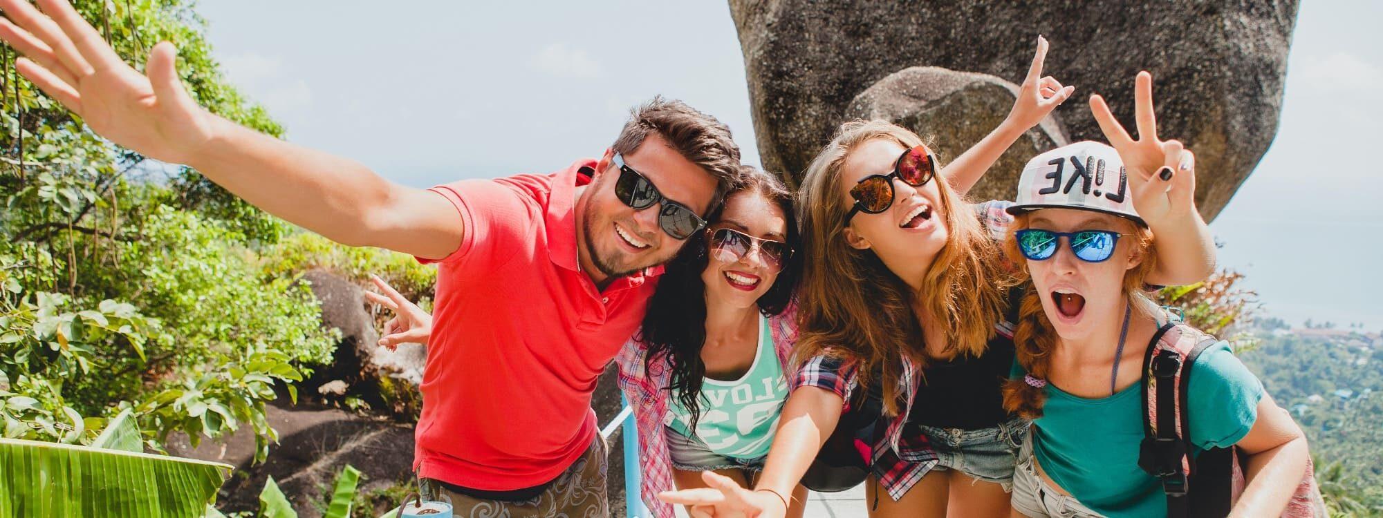 Begeisterte Reisende in Kleingruppe