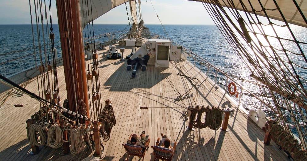 Paar an Deck der Sea Cloud II